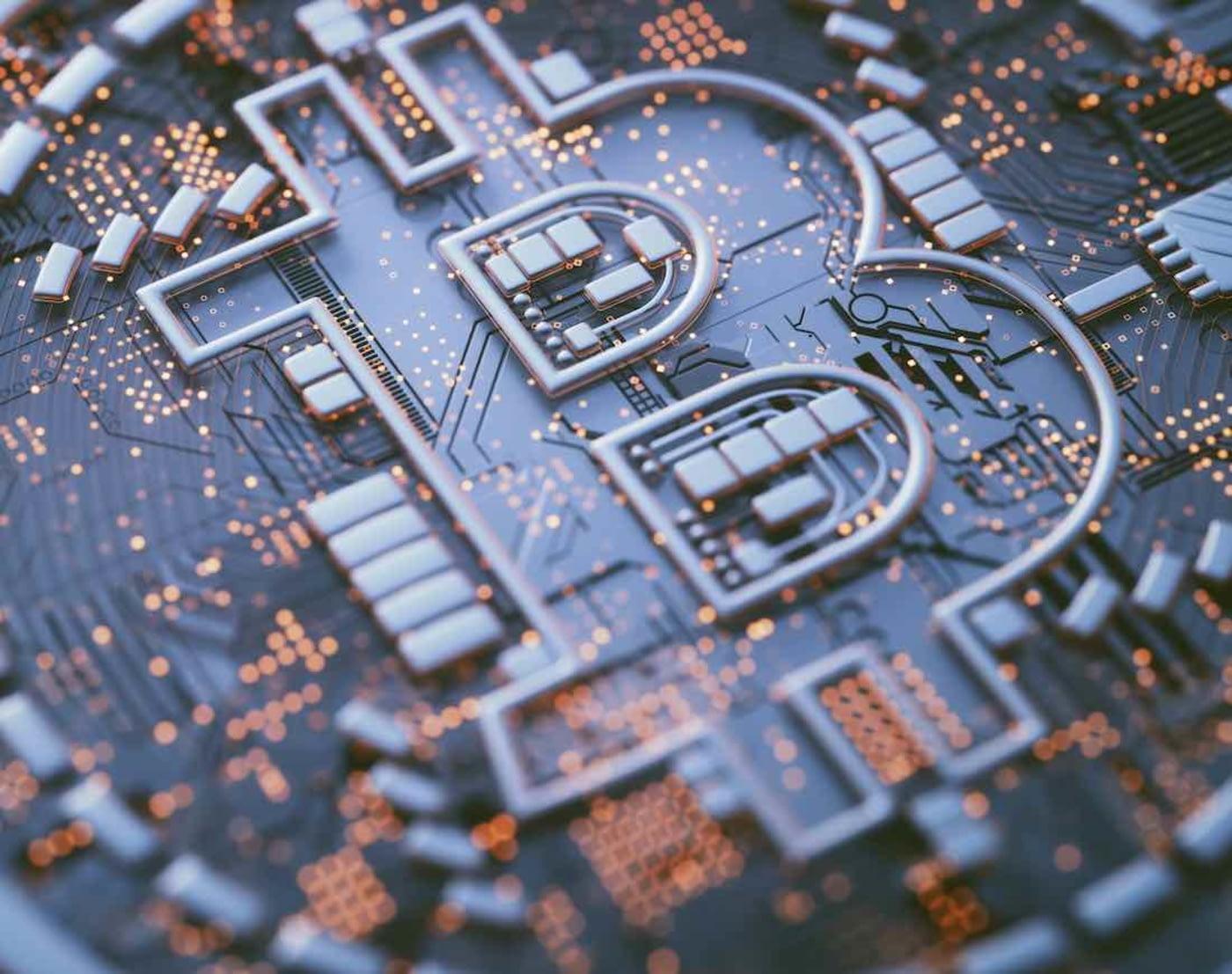 Bitcoin-Logo in Computerplatine