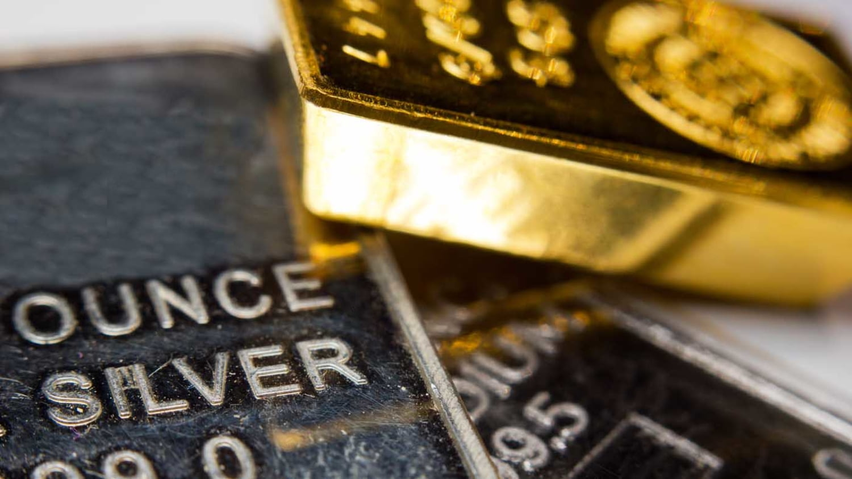 Detailansicht kleiner Gold- und Silberbarren