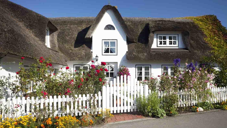Wunderschönes Reetdachhaus mit romantischem Garten