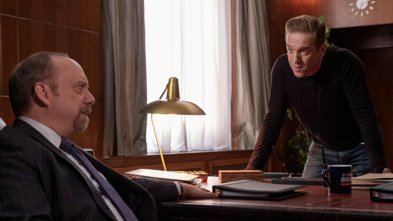 """Billions"":  Chuck Rhoades (Paul Giamatti) und Bobby ""Axe"" Axelrod (Damian Lewis) diskutieren in Rhoades' Büro"